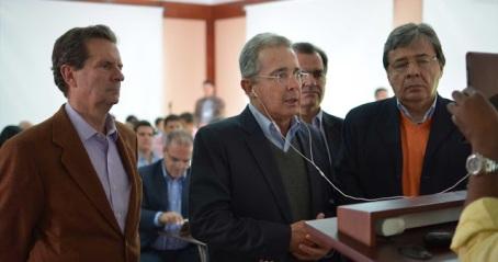 Álvaro Uribe, Fernando Londoño, Carlos Holmes, Óscar Iván